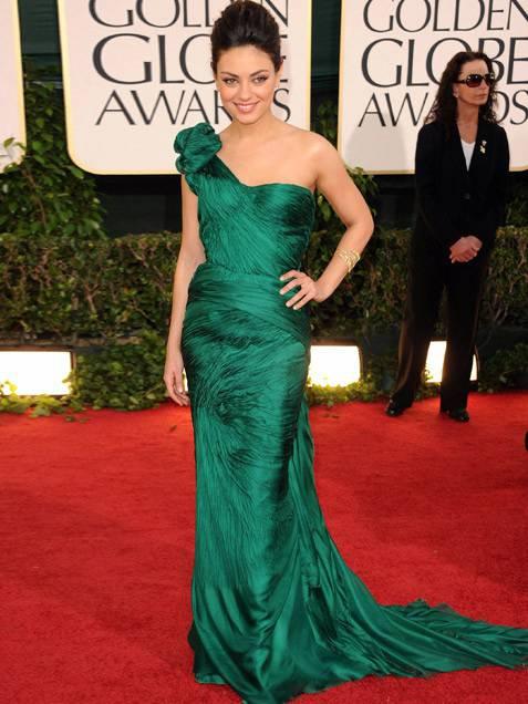 mila-kunis-in-abito-verde-smeraldo